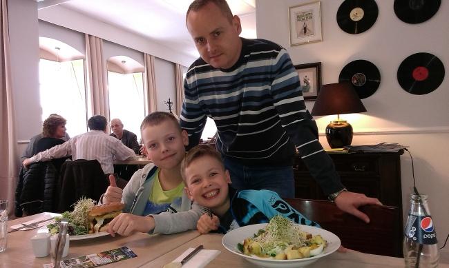Sławomir (Lider Zespołu) z synami