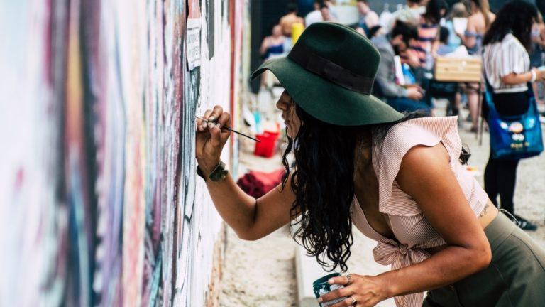 Domena internetowa dla artystów – jak adres z końcówką .art wspiera sztukę?