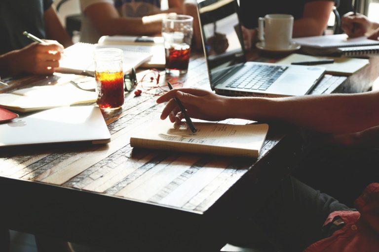 Jak dbać o motywację pracowników w dobie pracy zdalnej – odpowiadamy na pytania z webinaru