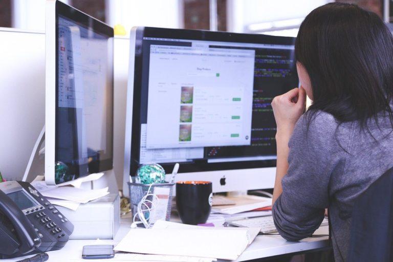 Jak zarządzać zespołami projektowymi: przejście na pracę zdalną, a prowadzenie projektów IT w metodykach zwinnych – odpowiadamy na pytania z webinaru