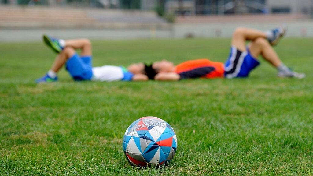 Klub sportowy piłkarski ze stroną internetową - wybór domeny