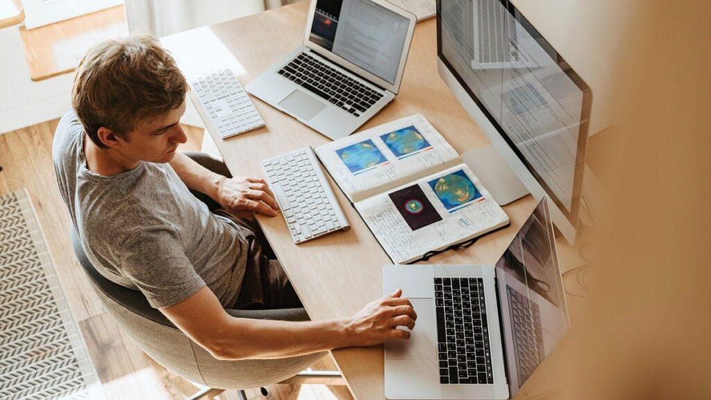 Microsoft Teams, Google Meet czy Zoom – który komunikator wybrać do pracy zdalnej?