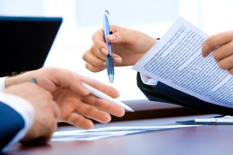 Podpisywanie dokumentów na odległość – jak skutecznie zawierać umowy będąc agentem ubezpieczeniowym?